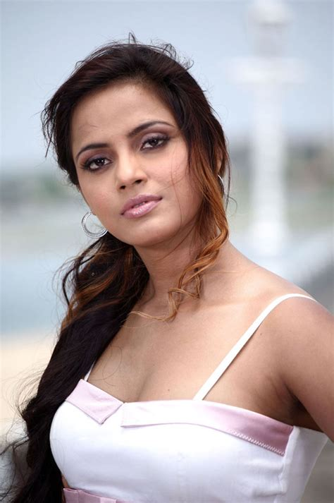 Neetu Chandra Hot Pictures Gallery   Tamil Actress Tamil