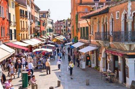 10 Famous Shopping Streets in Italy