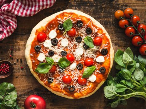 Pizza Recipe: How to Make a Yummy Pizza Right at Home